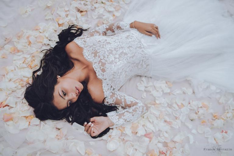 la mariée dans les petales photographes mariage reunion